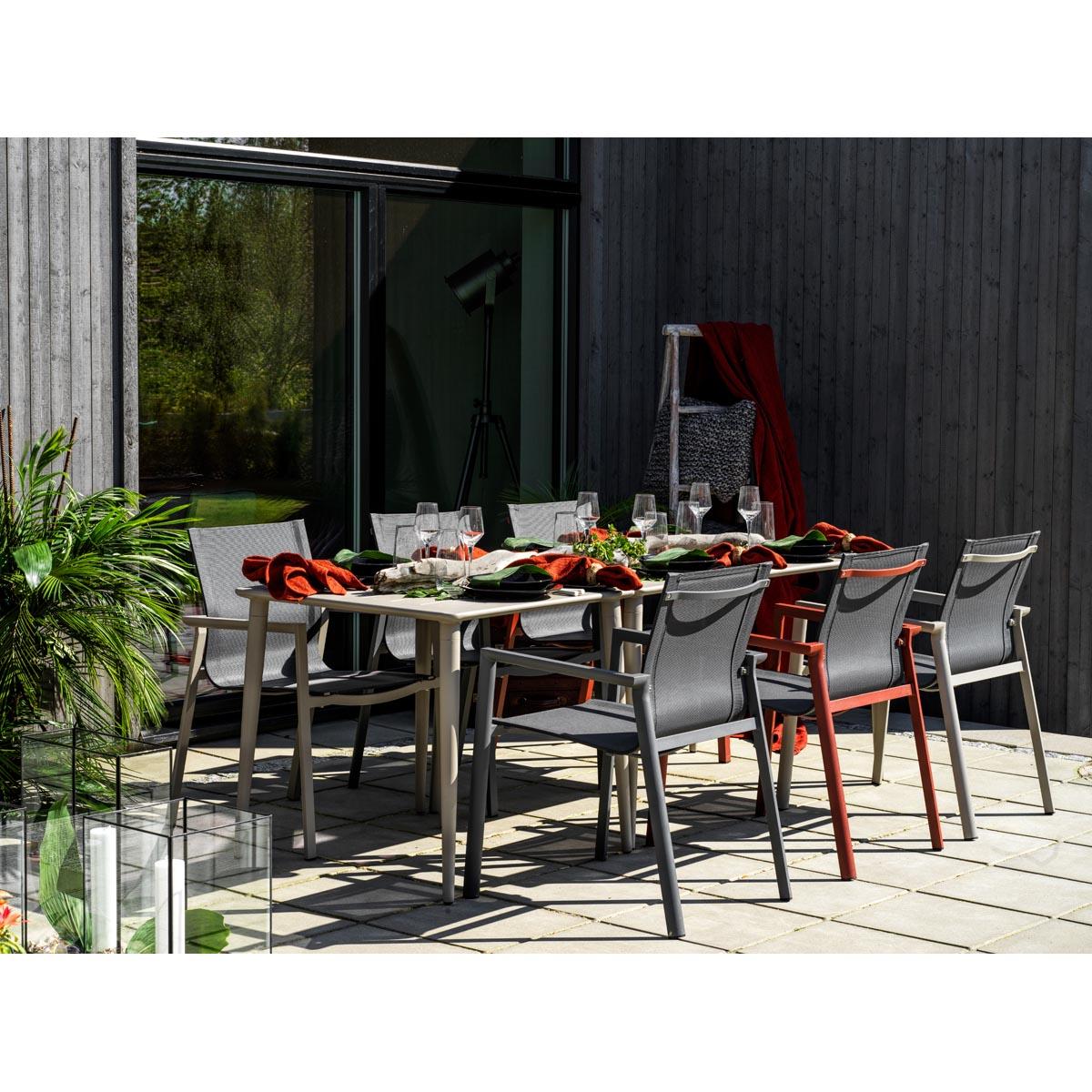 Delia_Nimes_matgrupp-bord-stolar-utemobel-miljo