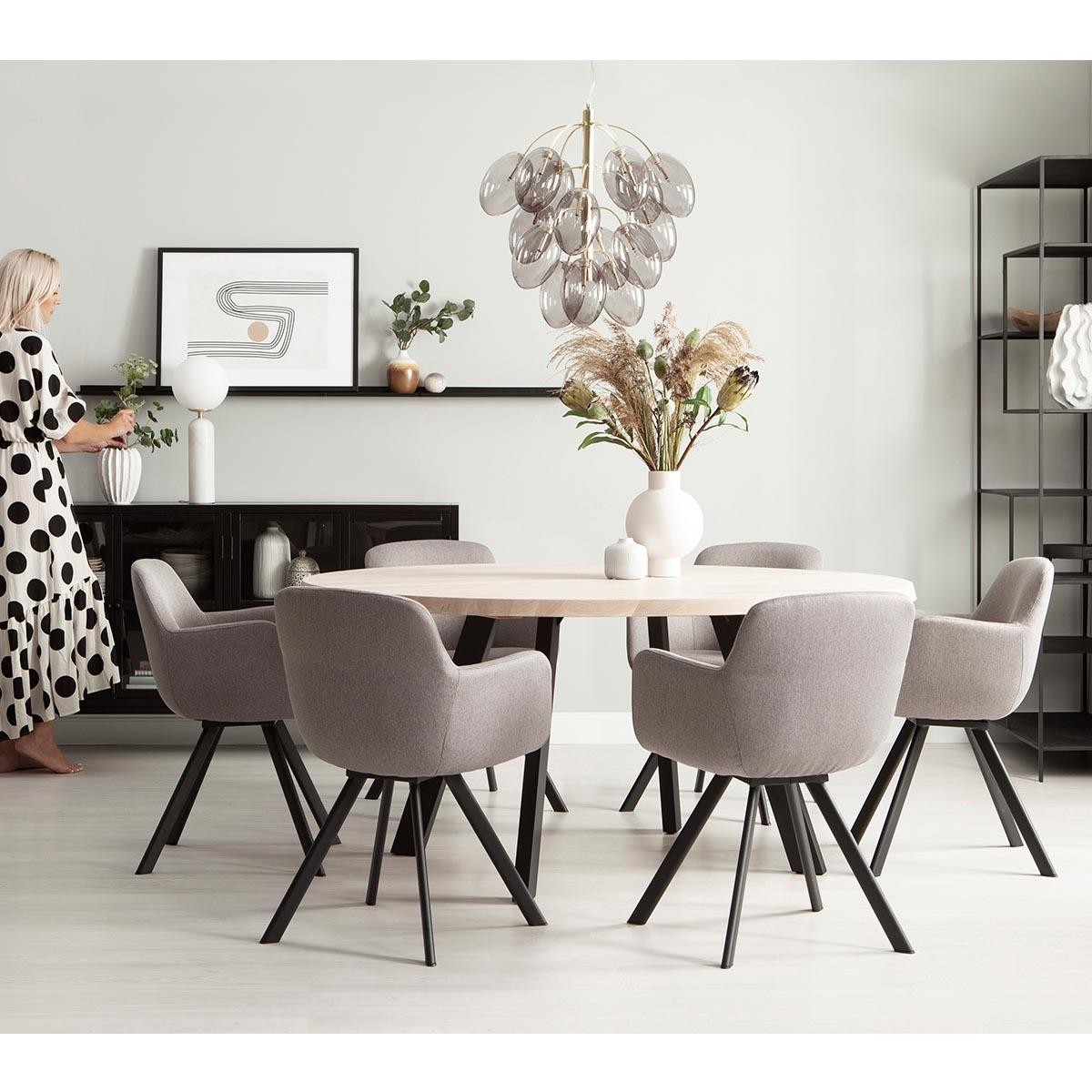 Fred-matbord-runt-160-vitpigm-ek-svart-Westville-stol-miljo