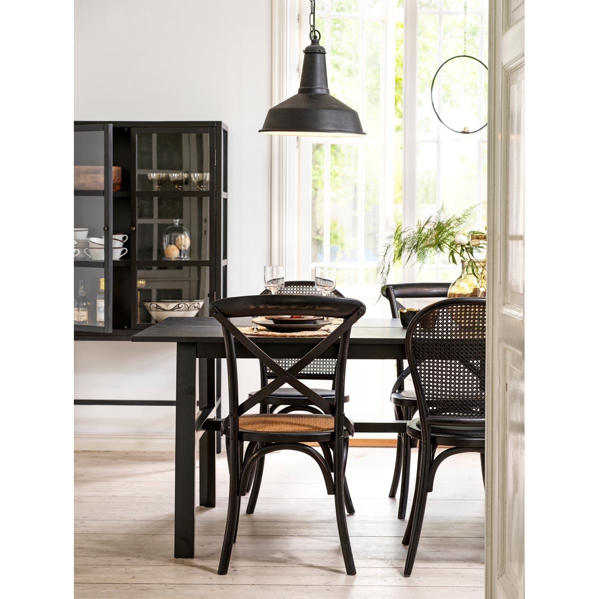 Hudson-matbord-svart-100286_miljo-blandade-stolar-Marshall-vitrin