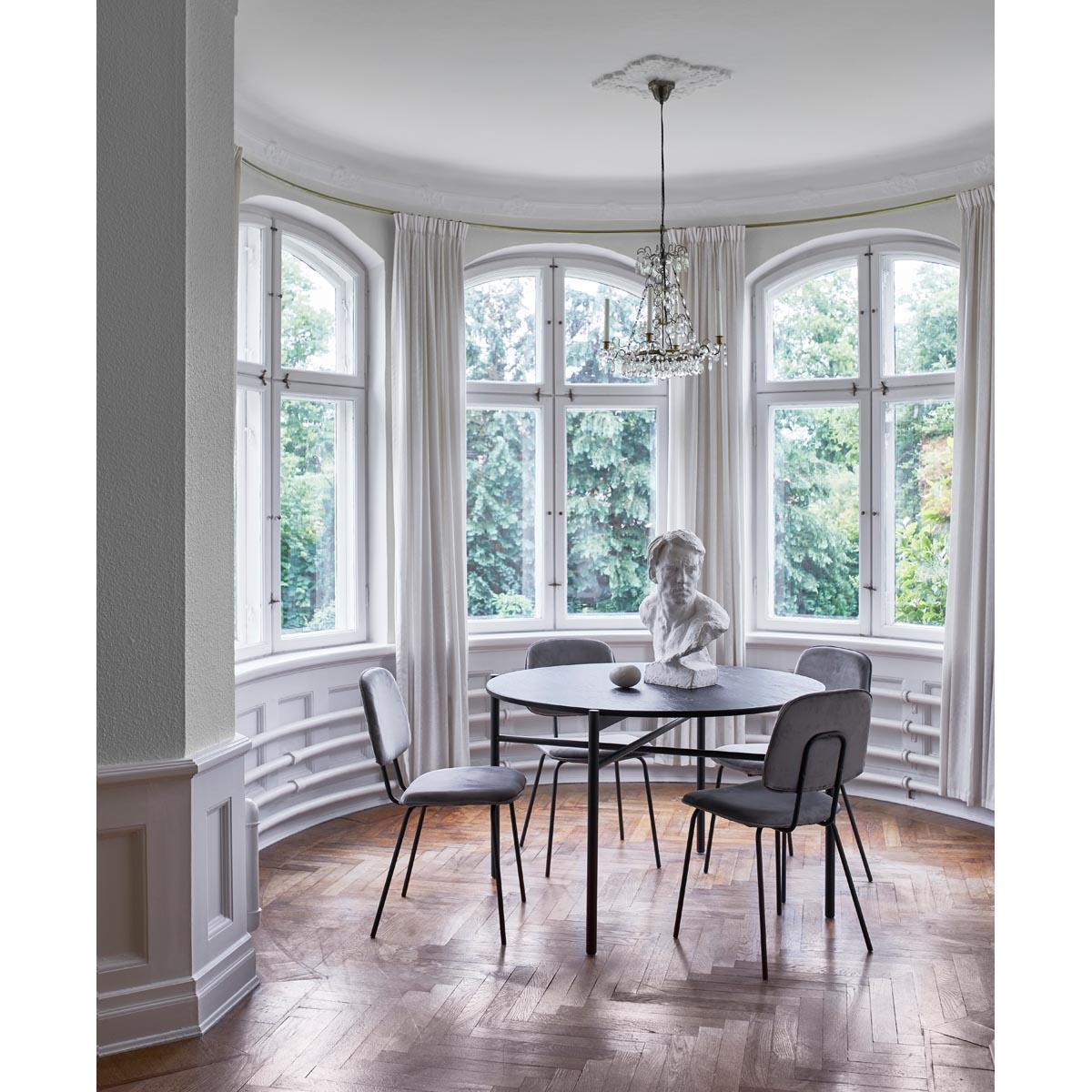 Skye-matbord+Baldwin-stol-gra-sammet-miljo