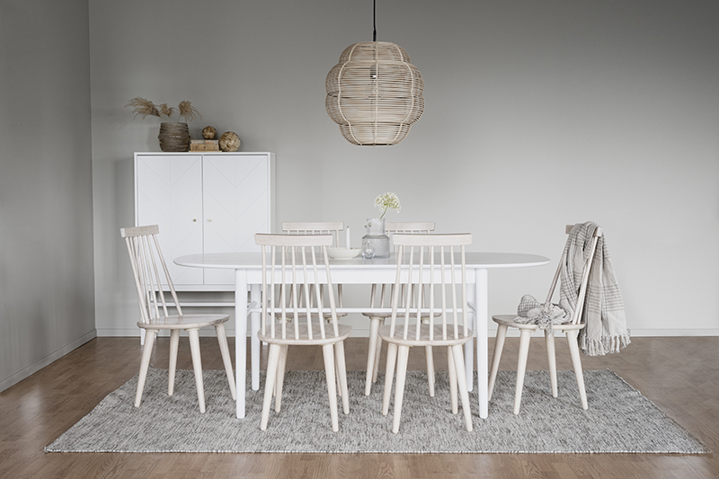 Akita matbord vit miljöbild